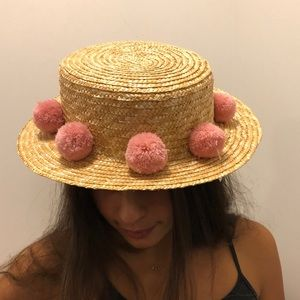 Straw beach hat with pink pom pom's